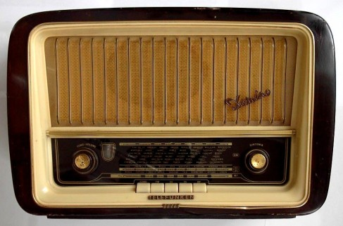 http://babbibabbi.files.wordpress.com/2009/03/radio_telefunken_anni50.jpg
